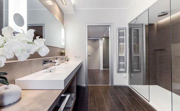 Интерьер ванной комнаты с